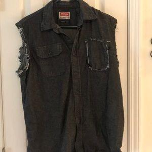 🐙3/$12 - Men's vest size med